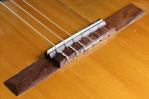 usom-classical-guitar-3-300x200