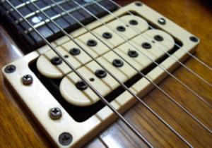 usom-guitar-pickup2-crop-u114661-300x210